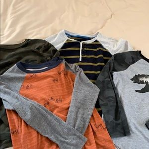 Bundle of 4 long sleeve old navy shirts boy (m)